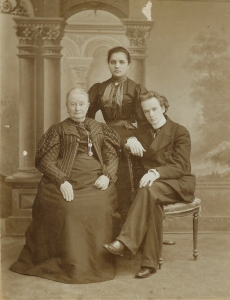 Paul de Conne with his mother and sister